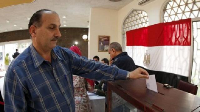 اللجنة العليا للانتخابات: 64 ألف مصري في الخارج صوتوا على مشروع الدستور حتى الآن