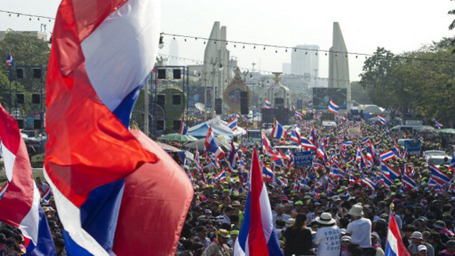 المعارضة التايلاندية ترفض التراجع عن تنظيم المظاهرات إلا إذا كانت تهدد بحرب أهلية