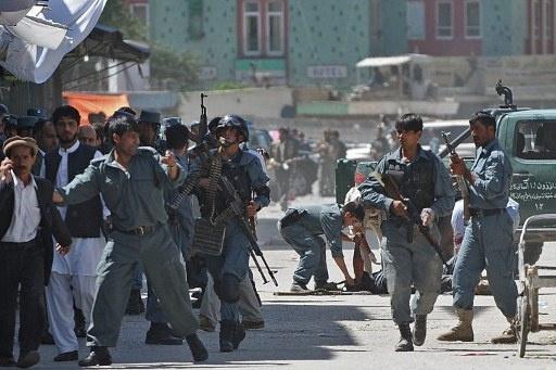 مقتل شرطيين واصابة اكثر من 20 آخرين في عملية انتحارية بكابل