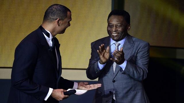 الفيفا يمنح بيليه جائزة شرفية بأثر رجعي!