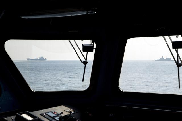 بريطانيا ستقدم سفينة حربية للمساعدة في نقل المواد الكيميائية السورية
