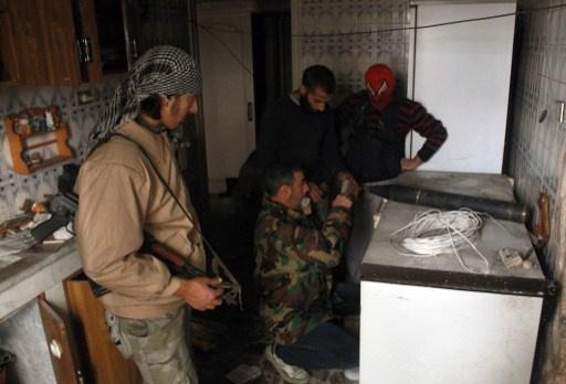 بريطانيا تعتقل شابين عائدين من سورية وبلجيكا تؤكد ان 200 من رعاياها يقاتلون هناك