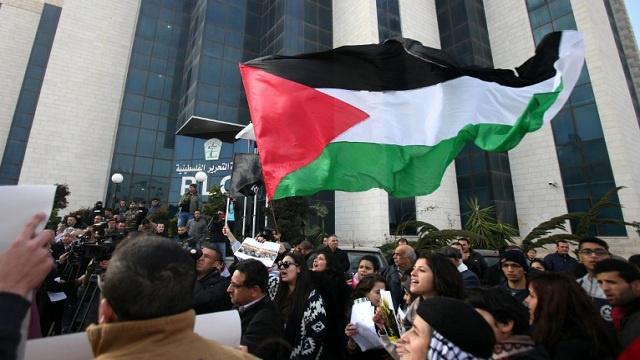 منظمة التحرير الفلسطينية: المفاوضات مهددة بالانهيار وسنعد خطة لتفعيل الاستحقاق الأممي