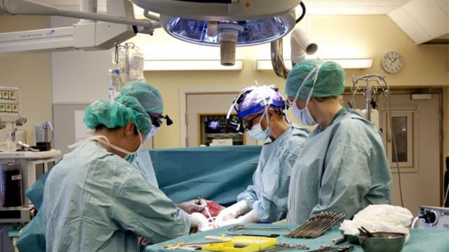 نجاح جراحة رائدة لزراعة الرحم في السويد