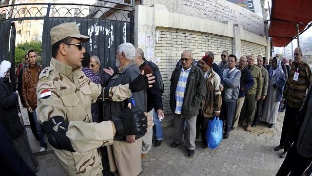 مقتل 5 مصريين والقبض على 33 إخوانيا في أول يوم للإستفتاء
