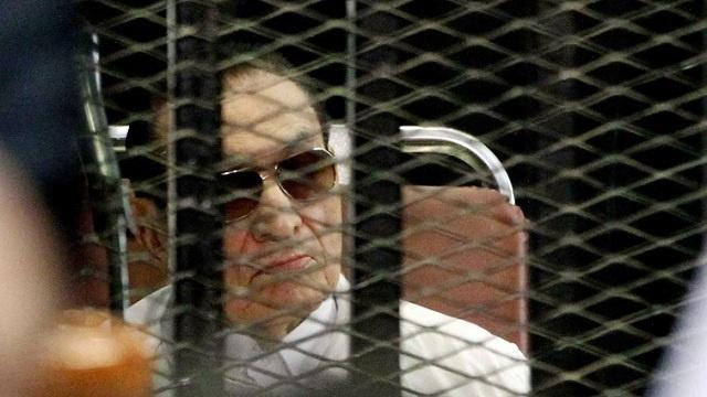 محامي مبارك لرويترز: موكلي يرغب بالمشاركة في الإستفتاء على الدستور