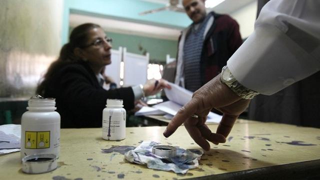 مصر.. تسجل حالتي وفاة في اليوم الأخير للاستفتاء على الدستور واعتقال نحو 450 إخوانيا