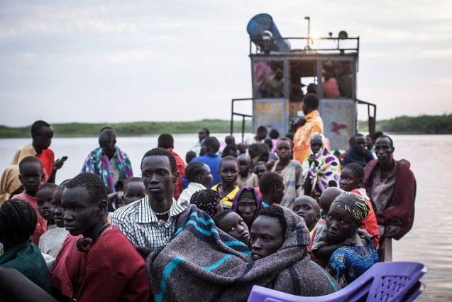 مقتل 200 مدني في حادث غرق سفينة في نهر النيل على خلفية الاشتباكات المتواصلة في دولة جنوب السودان