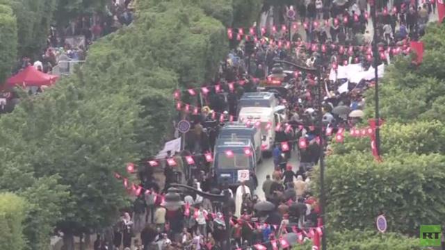 بالفيديو.. آلاف التونسيين يحيون الذكرى الثالثة لثورة 2011