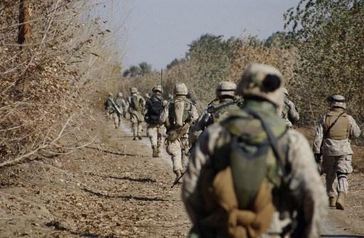 تحقيق في صور تظهر جنودا أمريكيين يحرقون جثثا في العراق