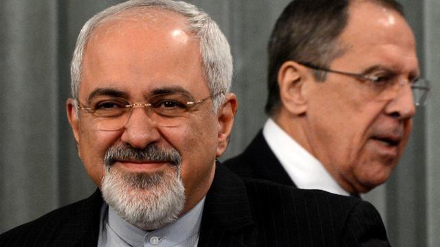 ظريف يعلن من موسكو استعداد طهران للمشاركة في