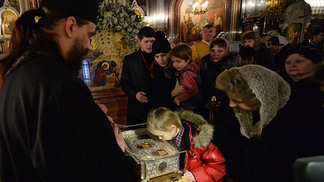 400 ألف مؤمن مسيحي يحضرون إلى كاتدرائية المسيح المخلص لزيارة هدايا المجوس المقدسة