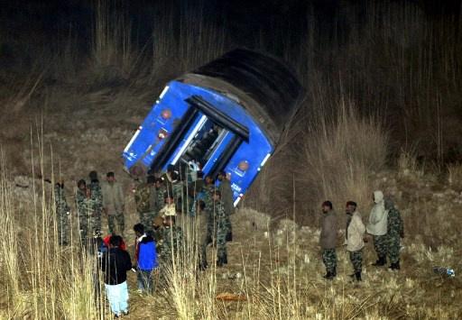 مقتل 5 اشخاص واصابة 25 آخرين في انفجار استهدف قطار ركاب بباكستان