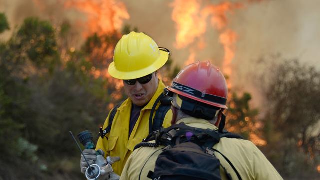كاليفورنيا...اجلاء سكان مدينة بسبب حرائق الغابات