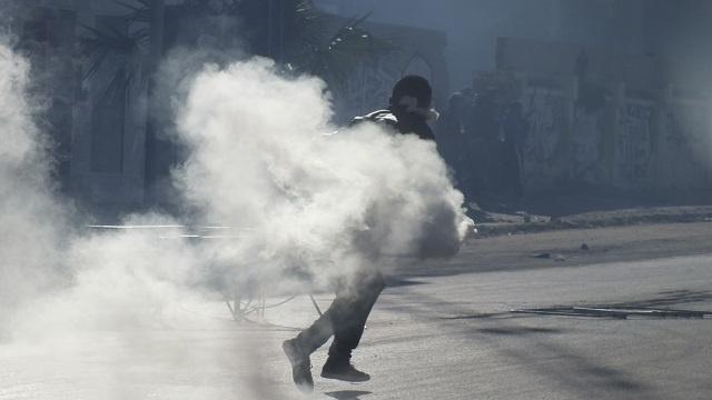 الشرطة التونسية تستعمل الغاز المسيل للدموع في تفريق احتجاج للعاطلين عن العمل