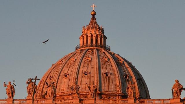الفاتيكان ينفي طرد 400 قسيس بسبب تحرشهم جنسيا بالاطفال