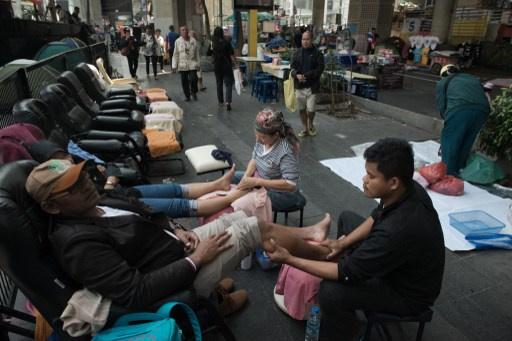 اصابة 28 شخصا في سلسلة انفجارات خلال تظاهرة لمعارضي الحكومة في تايلاند