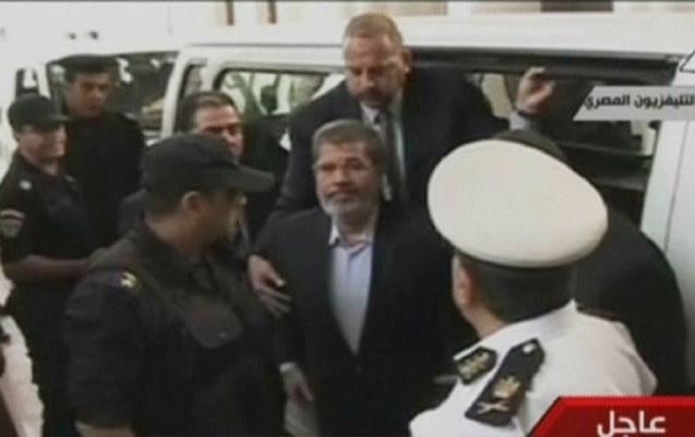 إحالة مرسي إلى الجنايات بتهمة إهانة السلطة القضائية مع 25 متهما آخرين