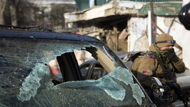 مقتل عنصر بقوات الناتو و9 مسلحين في هجوم على قاعدة جنوب أفغانستان