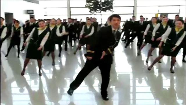 بالفيديو: عرض ترفيهي راقص في مطار شنغهاي الصيني