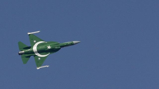 باكستان: مقتل نحو 40 شخصا في غارة جوية على طالبان