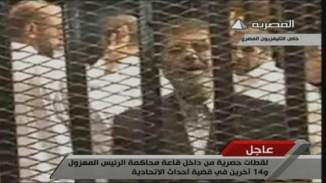 محاكمة الرئيس المصري المعزول محمد مرسي بتهمة التخابر مع التنظيم الدولي للإخوان