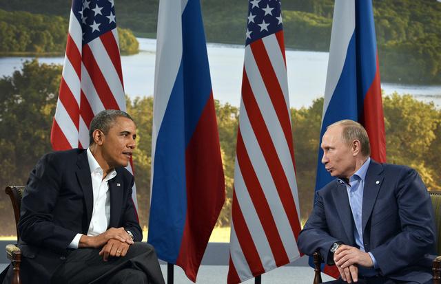 بوتين يناقش مع أوباما هاتفيا مواضيع مؤتمر