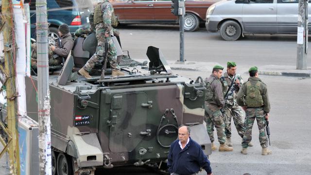 سقوط 6 جرحي في تجدد الاشتباكات بطرابلس اللبنانية