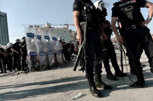 السطات التركية تجري عملية تطهير واسعة في جهاز الشرطة