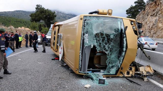مصرع 21 شخصا وإصابة 29 بجروح في حادث انقلاب حافلة في تركيا