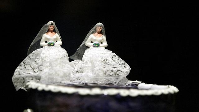 سعودي يحظى بعروسين في حفل زفاف واحد