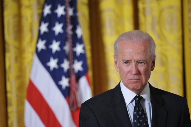 نائب الرئيس الأمريكي يدعو الرئيس الأوكراني إلى وقف العنف