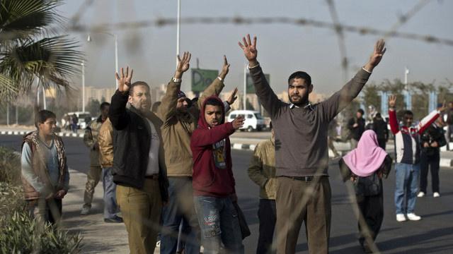 مقتل 14 شخصا خلال اشتباكات بين الأمن و أنصار مرسي في مصر