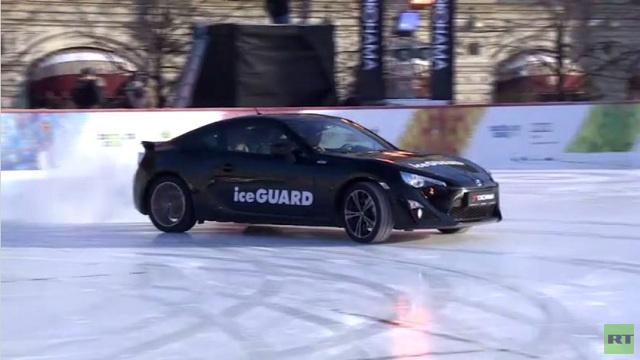بالفيديو..تفحيط على الجليد بسيارات رياضية في الساحة الحمراء بموسكو