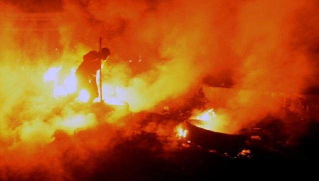 تجدد المواجهات بين الأمن والمحتجين وسط كييف.. وإصابة رجل شرطة بطعنة