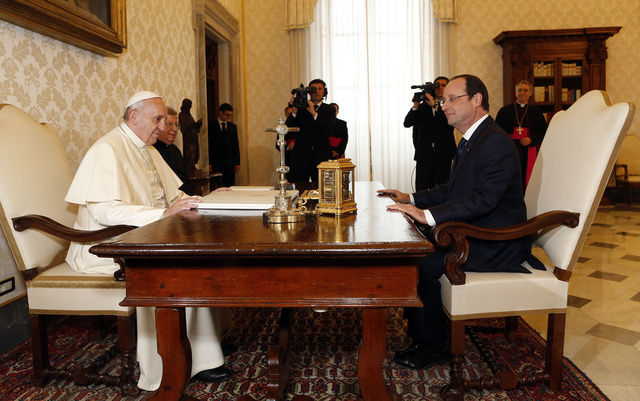 هولاند يدعو بابا الفاتيكان لاستقبال الائتلاف السوري المعارض