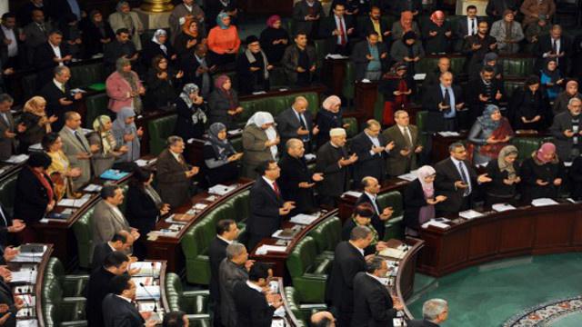 المعارضة التونسية تهدد بعدم المصادقة على الدستور ما لم تعدل آلية سحب الثقة من الحكومة