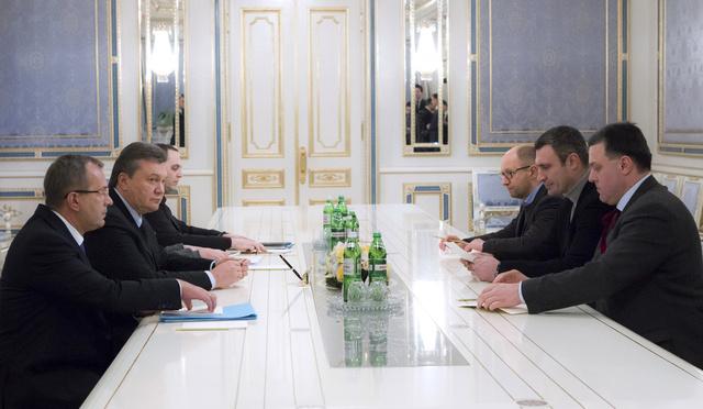 ياتسينيوك يبدي تحفظا حيال عرض يانوكوفيتش بشأن توليه منصب رئيس الوزراء
