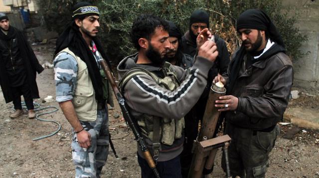بريطانيا تعتزم اعتقال المتطوعين للحرب في سورية لدى عودتهم