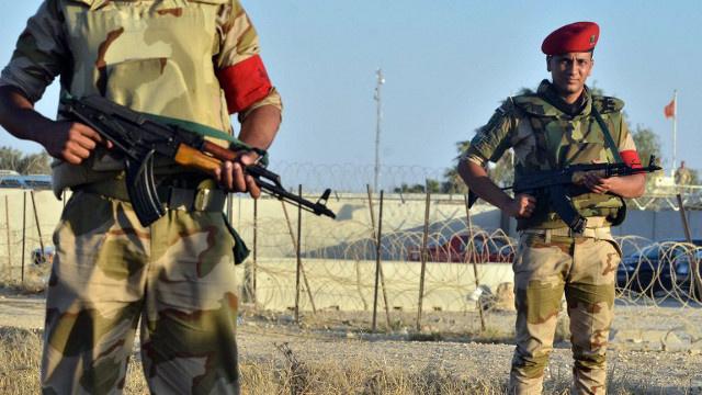 مقتل 4 جنود مصريين في هجوم مسلح على حافلة عسكرية في السويس