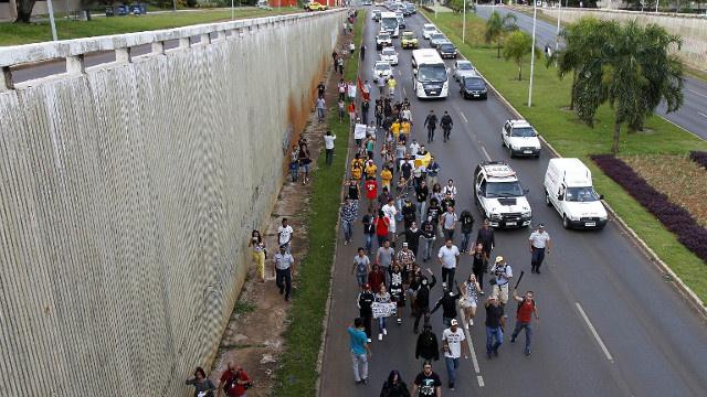 اعتقال 128 شخصا من المناهضين لتنظيم نهائيات كأس العالم في البرازيل