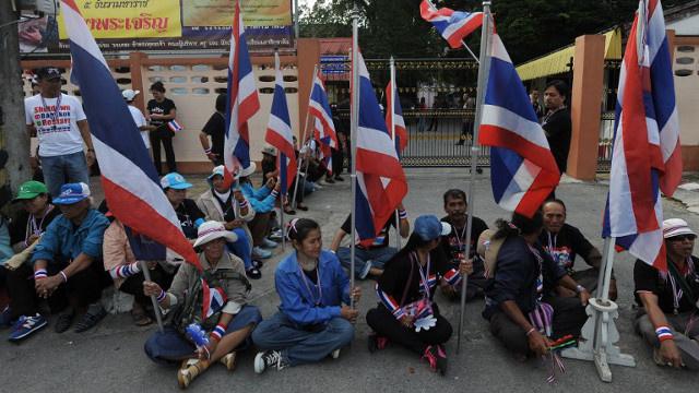 مقتل أحد قادة الاحتجاجات في تايلاند أثناء محاولة المتظاهرين عرقلة التصويت المبكر