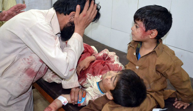 مقتل 6 أطفال نتيجة لعبهم بقنبلة يدوية في باكستان