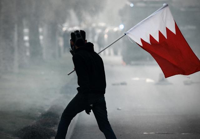 مواجهات بين الشرطة ومتظاهرين بعد جنازة في البحرين