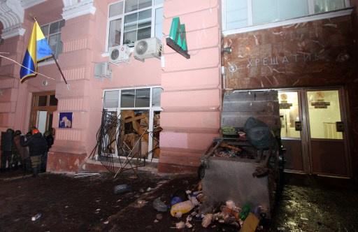 المحتجون في كييف ينسحبون من وزارتين استولوا عليهما سابقا