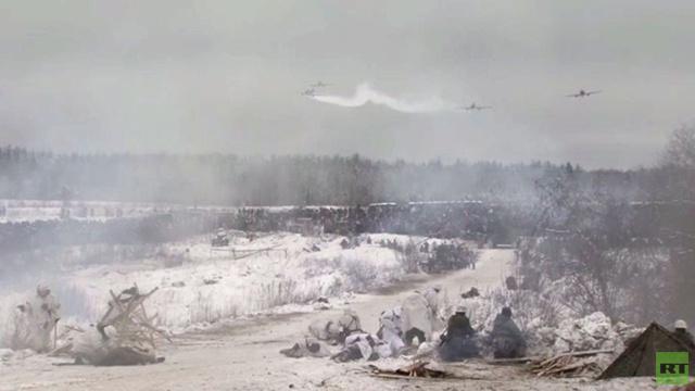 بالفيديو: المئات يعيدون تمثيل ملحمة لينينغراد التاريخية بعد 70 عاما من فك حصار النازية