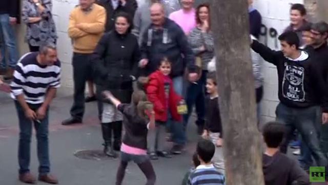 بالفيديو: في إسبانيا لا يحتفل السكان قبل أن تطير الفئران