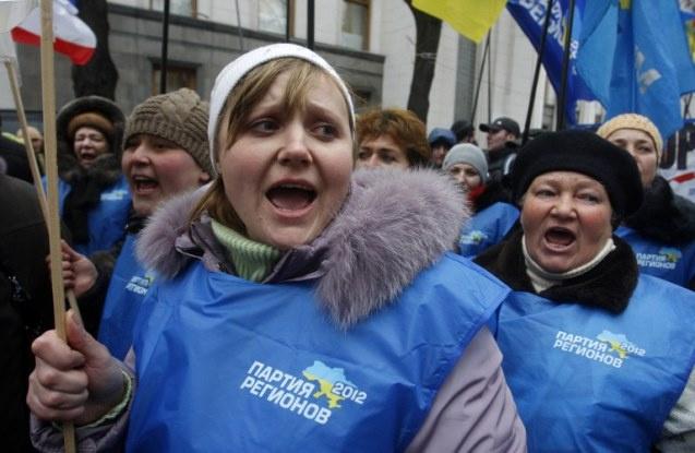 موسكو: العنف في أوكرانيا لا يمكن أن يكون وسيلة للدفاع عن حقوق الإنسان
