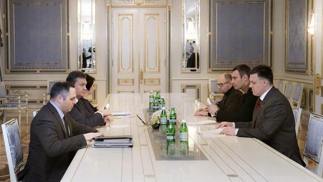 اتفاق بين السلطات الأوكرانية والمعارضة لتسوية الأزمة السياسية في البلاد