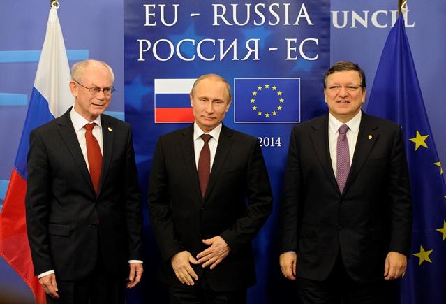 قبل بدء القمة الروسية الأوروبية في بروكسل بوتين يجري لقاء مغلقا مع مسؤولين أوروبيين